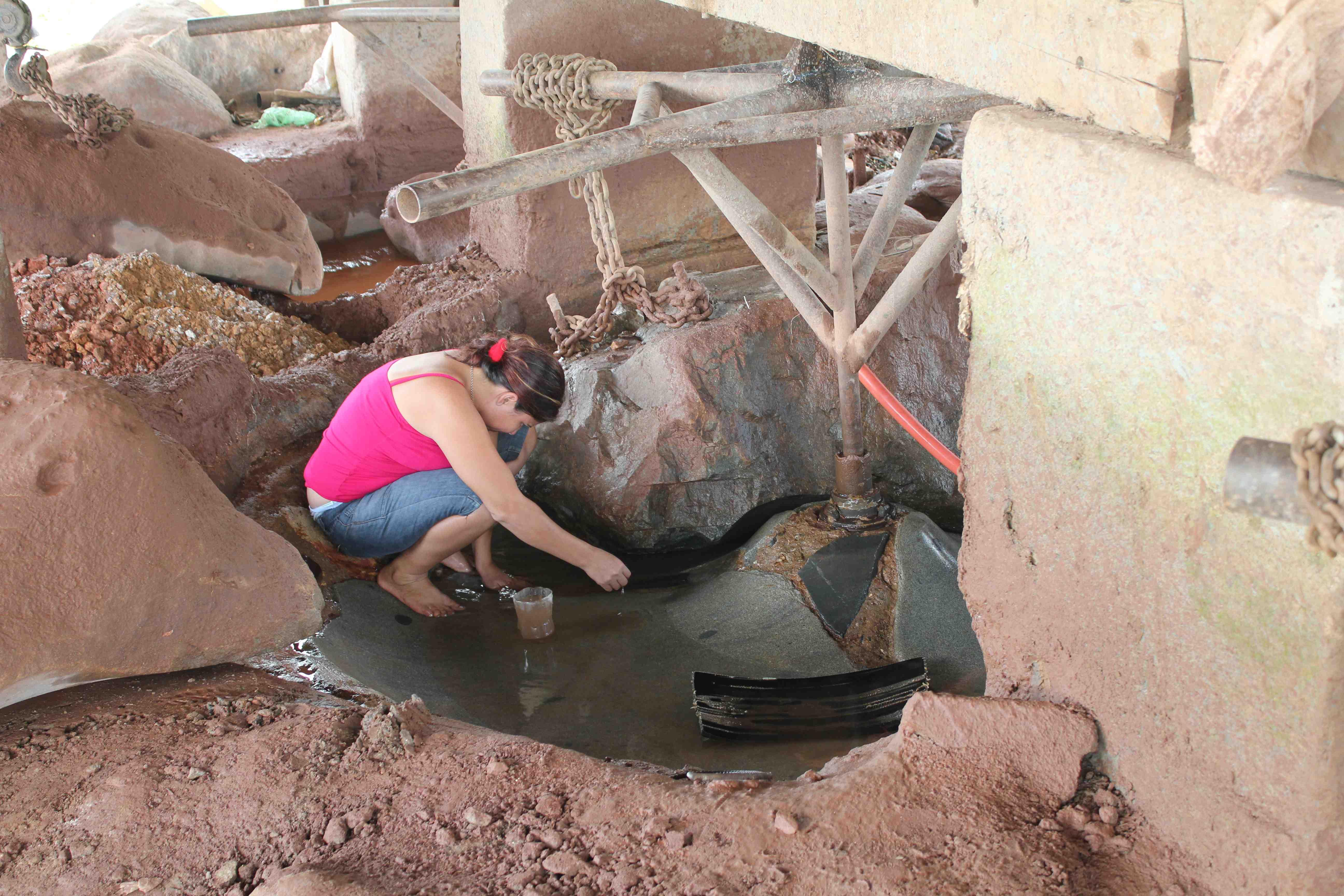 img_4845_mujer-sacando-mercurio-los-cocos